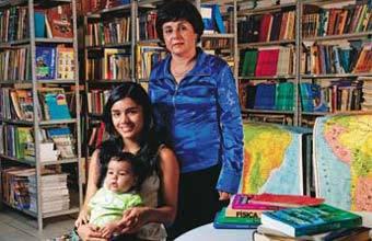 EVASÃO ZERO A diretora Jânea, de Itabira, incentivou Shirley a não deixar a escola durante a gravidez. Foto: Pedro David