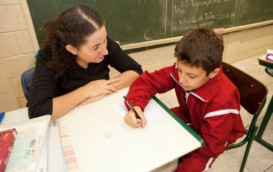 Como um aluno saiu da hipótese silábica para a alfabética no 2º ano