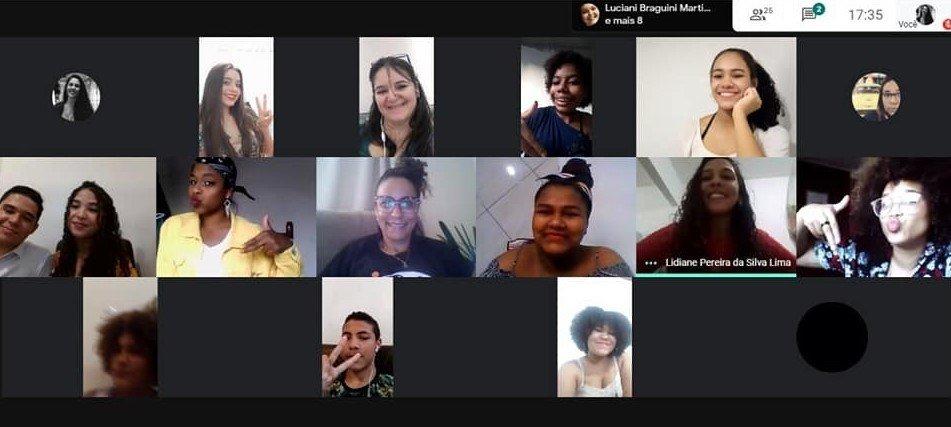 alunos no encontro online pelo Google Meets