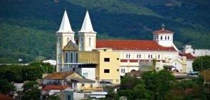 Cidade em Minas Gerais abre 95 vagas para professores