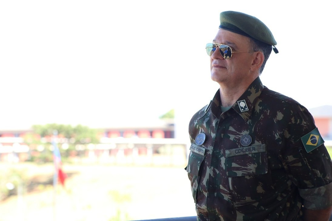 O general da reserva Carlos Roberto Pinto de Souza