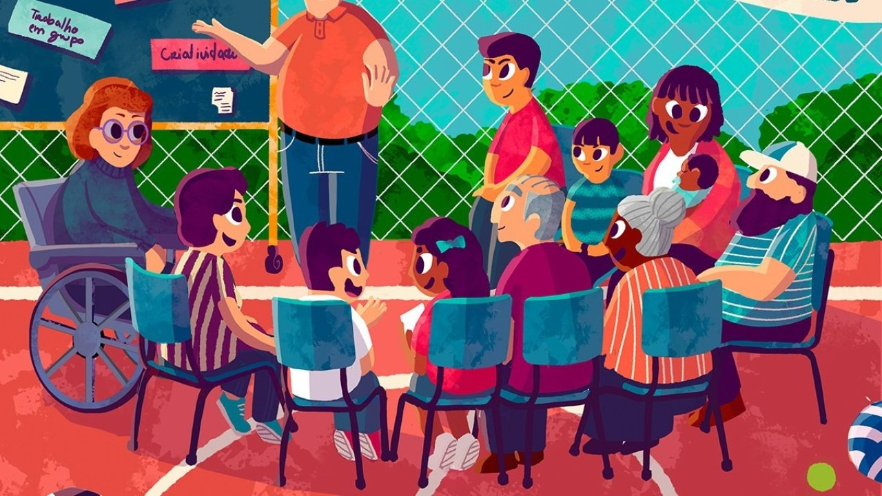 Ilustração de um grupo de pessoas de diferentes idades reunidas sentadas em cadeiras em círculos numa quadra escolar. De pé, o diretor da escola apresenta um quadro