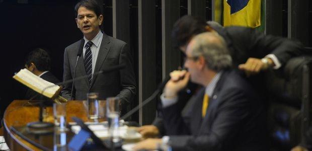 O ex-ministro da Educação Cid Gomes (Pros) durante depoimento dado à Câmara dos Deputados no dia 18 de março de 2014. Ao final da sessão, Gomes se demitiu do cargo. Crédito: Fabio Rodrigues Pozzebom/Agência Brasil