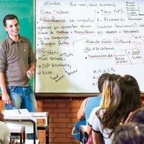O professor Gustavo, da Miécimo da Silva, no Rio, sempre fica com as turmas do 3º ano. Foto: Fernando Frazão
