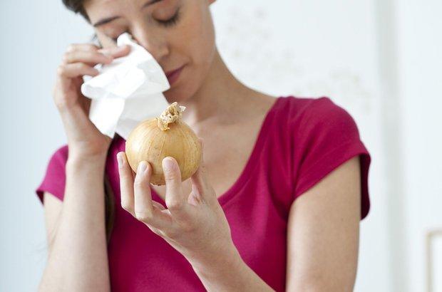 Shinsuke Imai: descrição do processo bioquímico pelo qual as cebolas fazem as pessoas chorar. CRÉDITO: Shutterstock