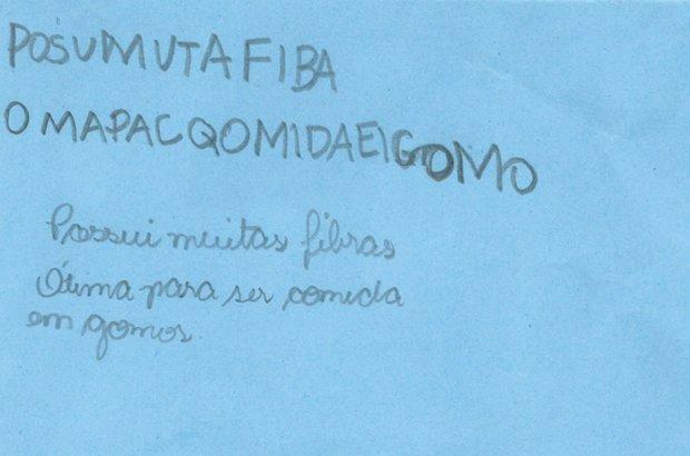 Nas frases elaboradas pelos alunos, estavam o nome do produto e os dados pesquisados. Manuela Novais