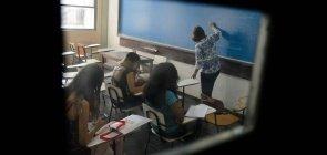 Professora dá aula na Universidade Estadual do Rio de Janeiro