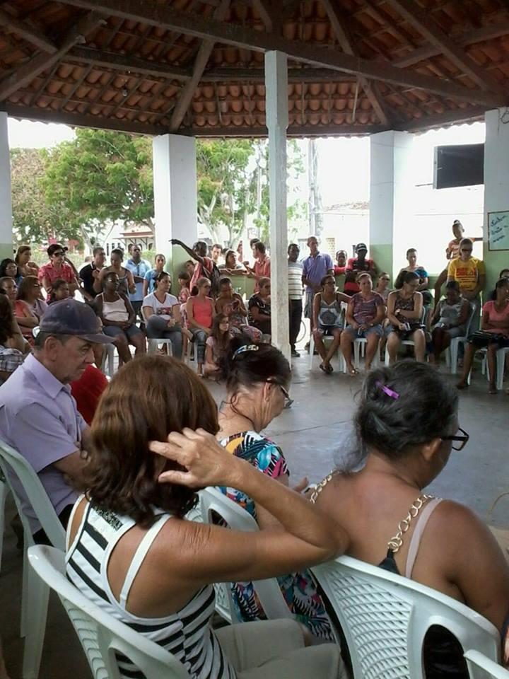 Assembleia de professores, em Ichu, na Bahia