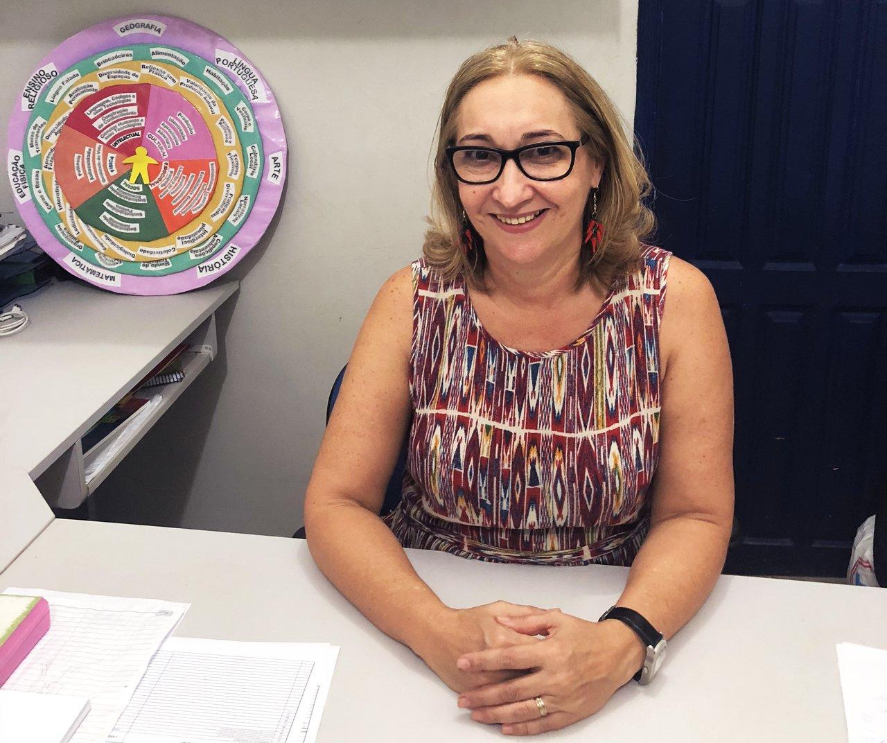 A diretora Lúcia Cristina Cortez