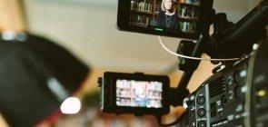 Câmera filma entrevista