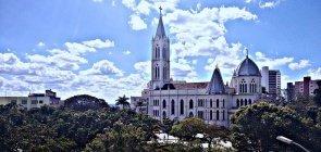 Cidade em Minas Gerais abre quase 70 vagas na Educação