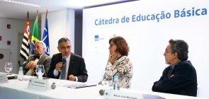 Cerimônia de lançamento da Cátedra de Educação Básica da USP. Na imagem estão: Paulo Saldiva, Vahan Agopyan, Angela Dannemann, e o professor Nílson José Machado