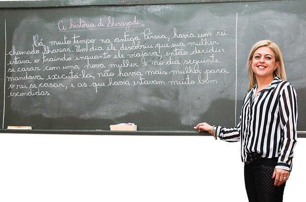 A professora Renata aprimorou a escrita de sua turma utilizando-se de contos de aventura. Foto Manuela Novais. Ilustração Anna Cunha