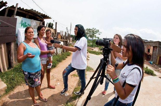 A garotada registrou os problemas e demandas de vizinhos e familiares em um documentário. Lia Lubambo