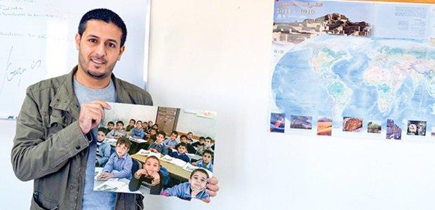 Hamaydah e sua antiga turma de 3º ano na Escola Safad para Meninos, em Gaza. Fotos: Arquivo pessoal