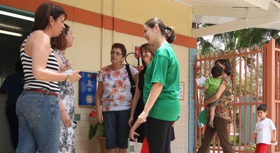 Mesmo na correria do dia a dia, é importante estabelecer contato com as famílias (Foto: Gabriela Portilho)