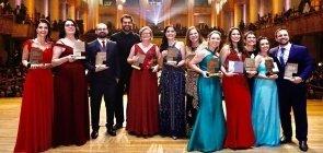 O vencedores do Prêmio Educador 10 2019 no palco da Sala São Paulo