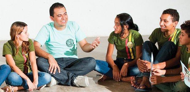Trabalho desenvolvido por Antonio Oziêlton de Brito Sousa, professor de Lingua Portuguesa, da EEF Odilson de Souza Brilhante, Ocara/CE, desenvolvendo o gosto pela escrita e leitura perdido pelos alunos