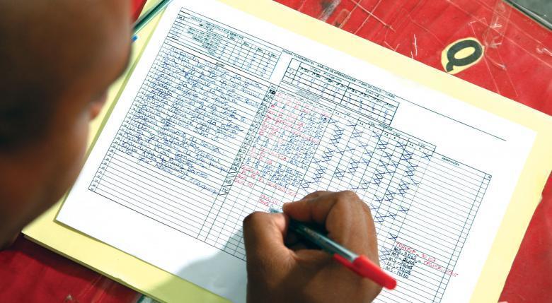 Crie uma tabela: o ideal é construir um quadro para anotar a evolução das hipóteses de cada estudante