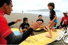 Movimentos com joelhos e braços: as primeiras emoções são ainda na areia. Foto: Sebastian Rojas
