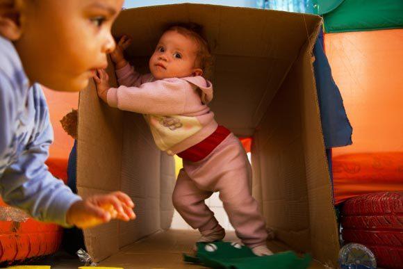 Que tal criar um túnel de papelão?