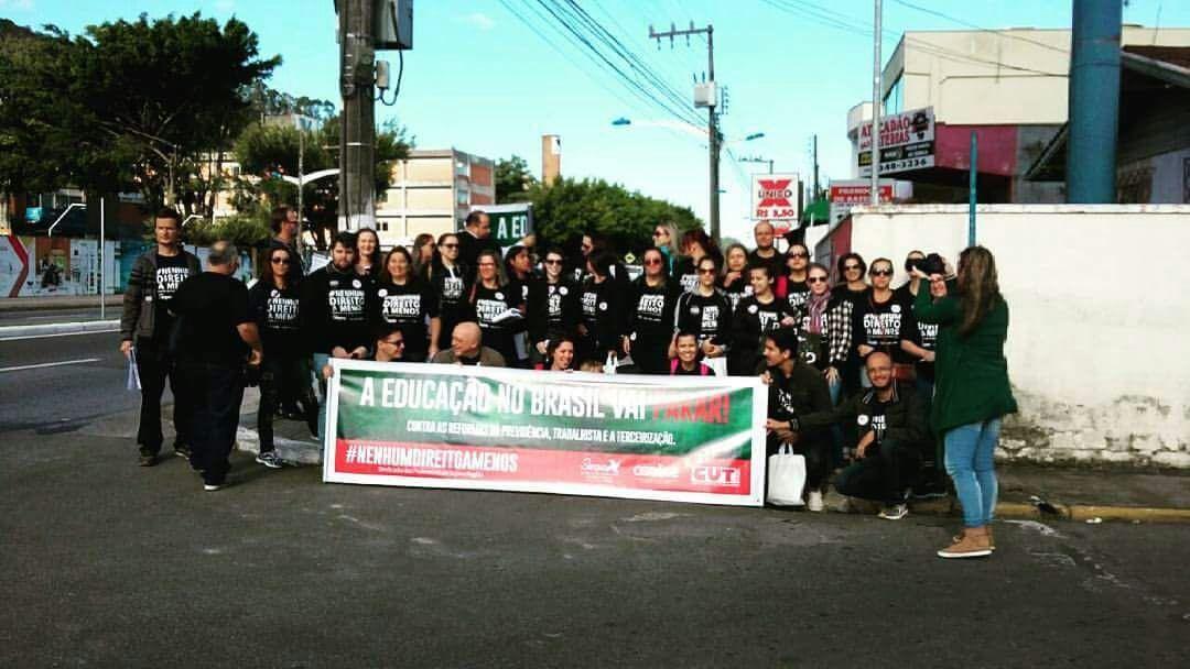 Professores do Colégio Salesiano de Itajaí (SC) aderem à greve contra mudanças propostas pelo governos federal