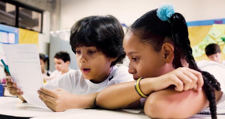 Incentive a reflexão: é importante oferecer sempre espaço para que os estudantes possam refletir sobre o sistema de escrita enquanto escrevem