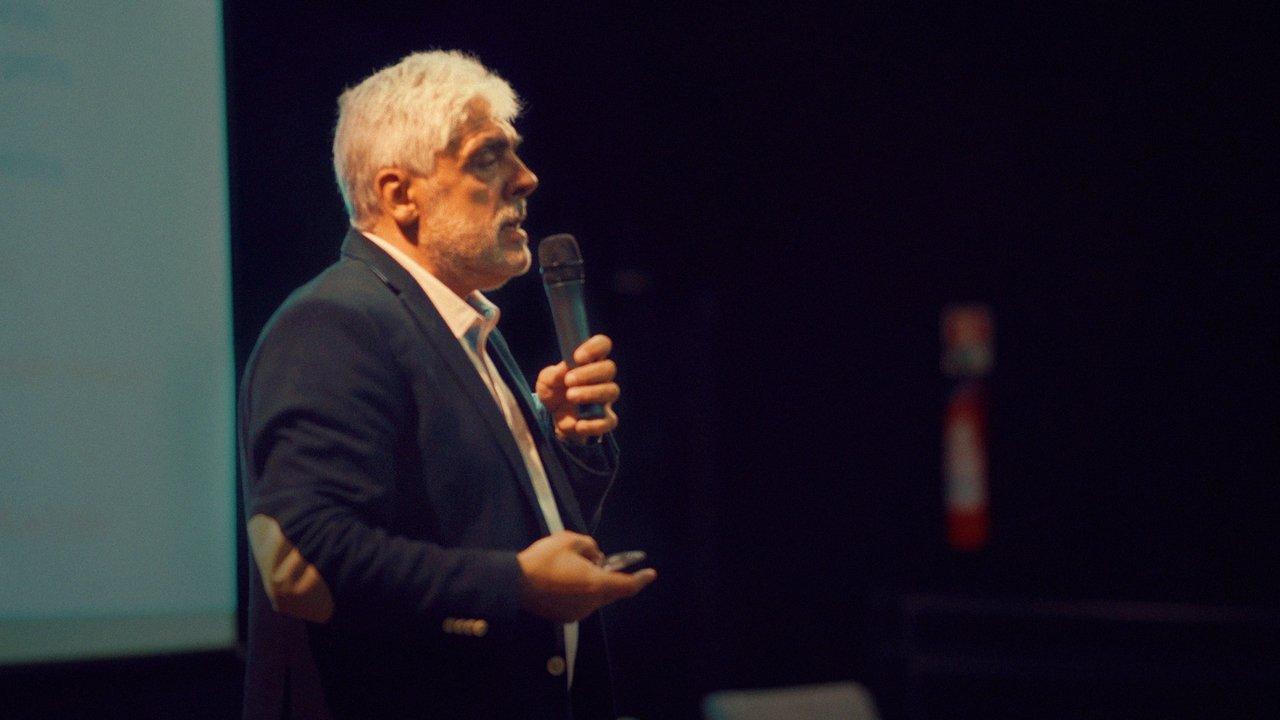 O professor e doutor em Psicologia espanhol José Maria Avilés Martínes durante uma palestra no Brasil