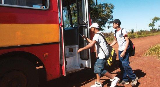 Alunos da zona rural viajam de ônibus para poder estudar na EM Orlandina Oliveira Lima, em Campo Grande. Foto: Andreia D'Amato