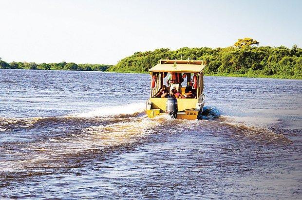 A turma da Jatobazinho também se despede da escola e segue viagem pelo Rio Paraguai. André Menezes