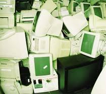 Um depósito de computadores velhos. Foto: Raul Junior