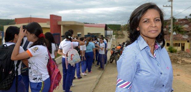 A diretora supervisiona a ação sem interferir na comunicação entre os alunos. Foto: Leo Caldas