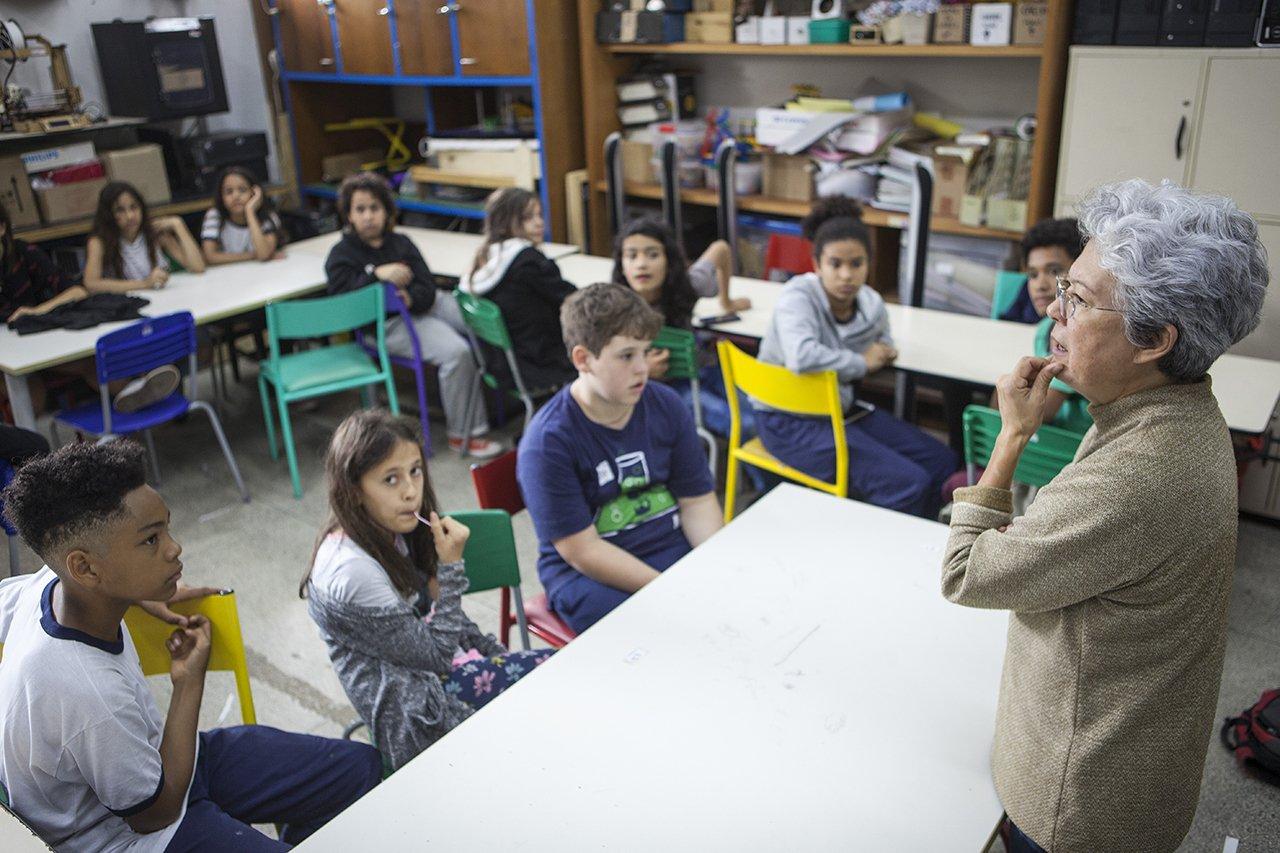 Alunos da escola municipal Desembargador Amorim Lima durante uma aula