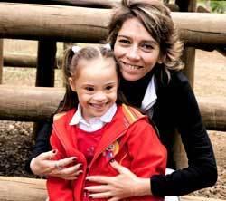 A pequena Joana com a mãe Letícia Santos. Foto: Fernanda Sá