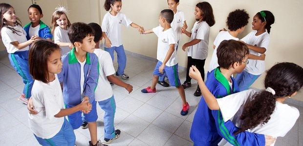 Alunos do professor Fernando Vaghetti dançando forró, na EMEF Doutor José Dias da Silveira. Foto: Patricia Stavis